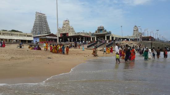 Karthick Aru Padai Veedu Temple Tour