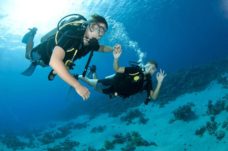 From Dubai: TRY Scuba Diving, Snorkeling With Boat Ride Tour