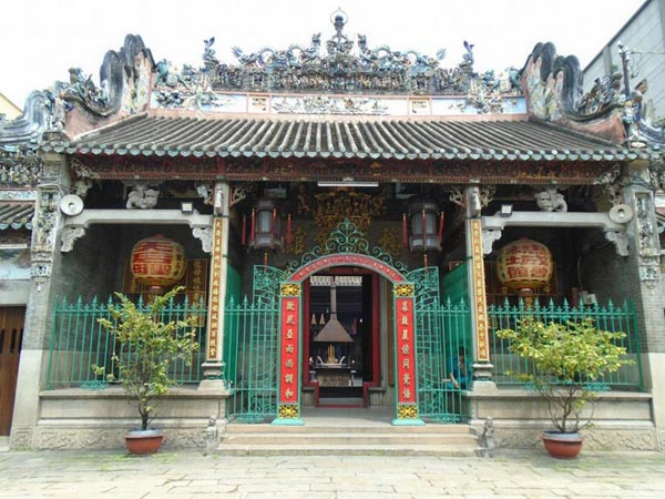 Ho Chi Minh Half Day Temples Tour