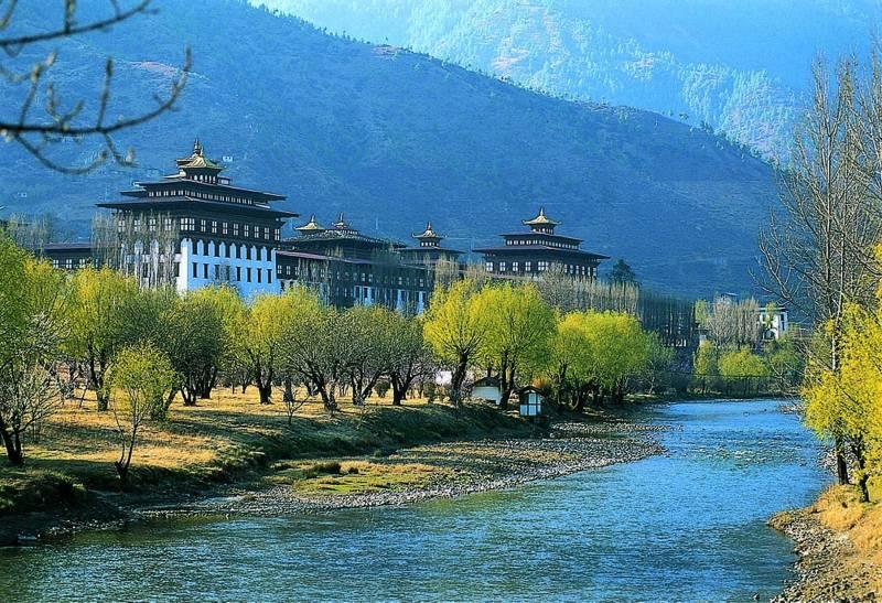 NJP To Bhutan Phuentsholing / Thimpu / Paro / Punakha Tour