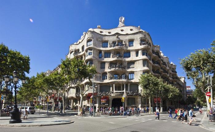 Barcelona & Montserrat Full Day Tour Package