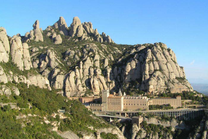 Montserrat Tour From Barcelona Including Lunch And Wine Tasting Package