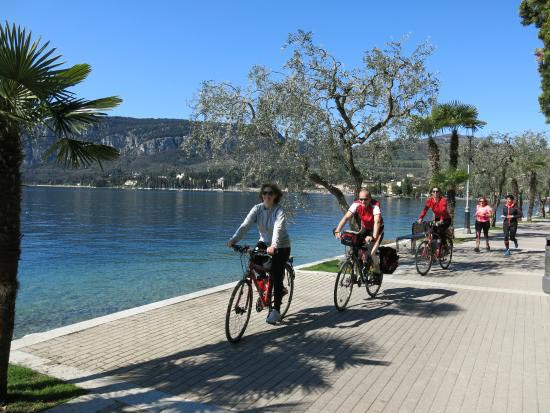 Tempos Countryside Cycling Tour Package