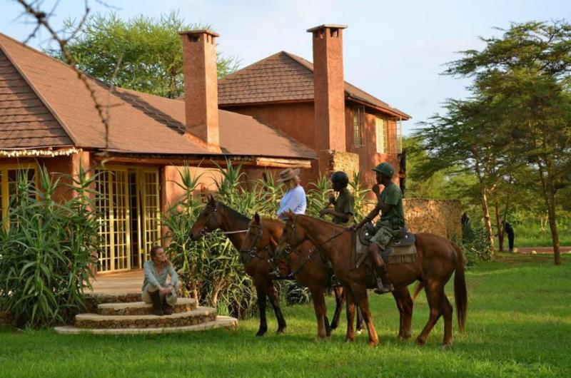 Lake Duluti: Canoeing & Horse Riding Package