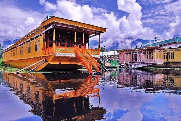 5 Nights 6 Days Accommodation In Srinagar Package