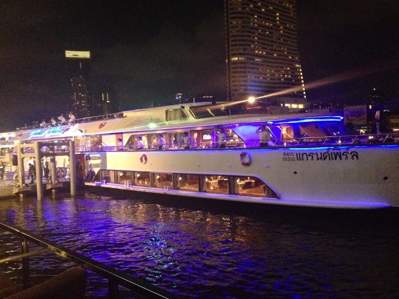 Luxury Dinner Cruise Tour