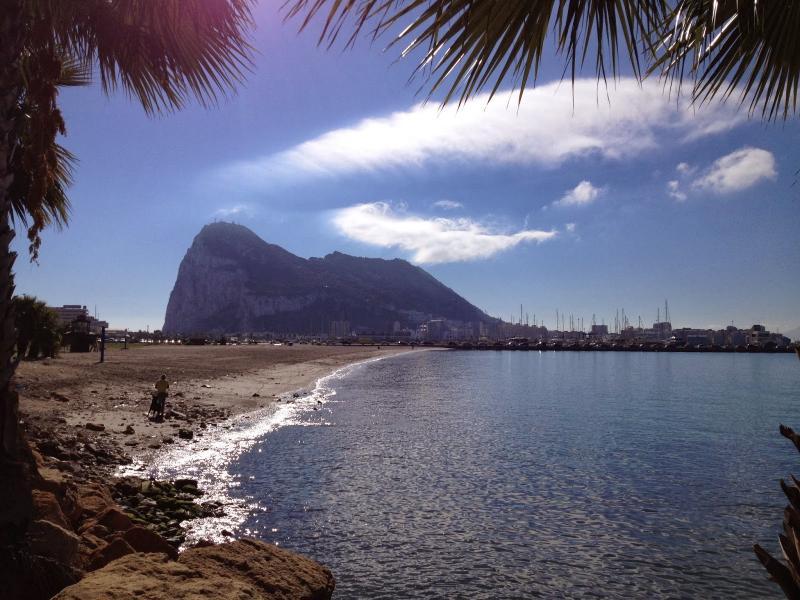 Gibraltar, Sightseeing Tour & Shopping Trip Description