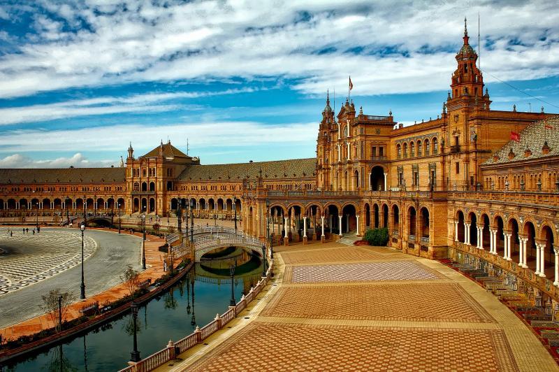 Seville, Fascinating & Monumental