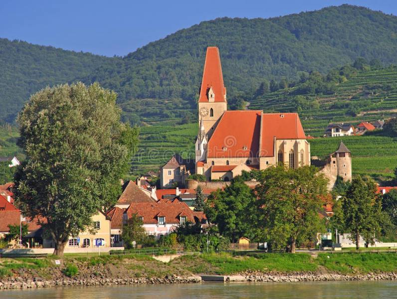 Authentic Danube & Prague Tour
