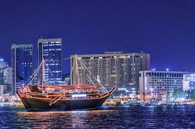 Bateaux Dubai Dinner Cruise With Select Beverages