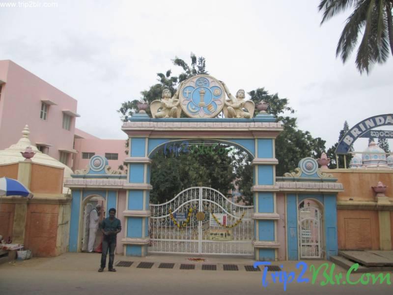 Bangalore – Puttaparthi – Bangalore Tour