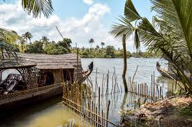 Kerala Backwaters Tour With Temples Of South India (enjoy The Kerala Houseboats) Tour