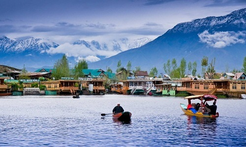 Couple With Love In Kashmir Tour