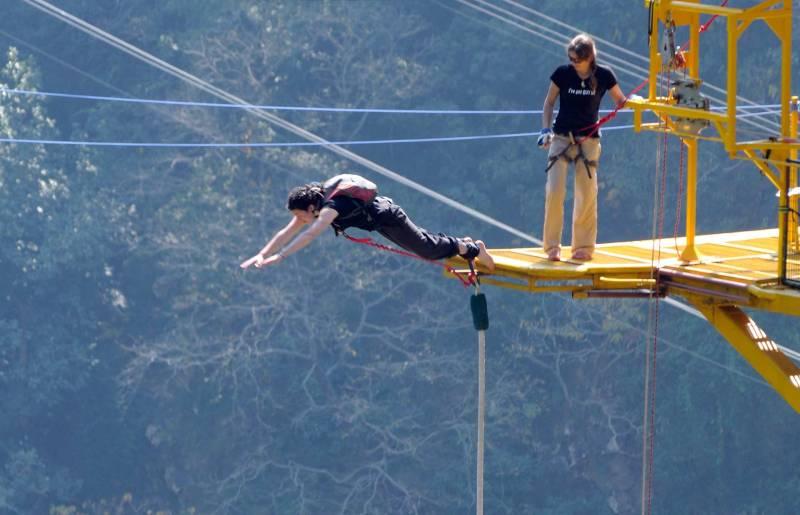 Bungee Jumping Paragliding Tour