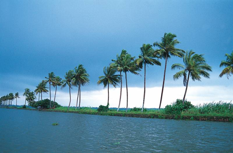 Kerala Back Water 6 Days Tour Package