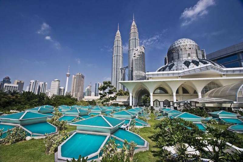 Malaysia With Bali Tour Package