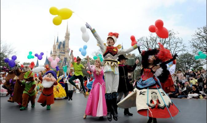 The Trio – Hongkong , Macau, Disneyland Tour