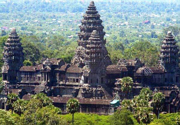 Phnom Penh – Angkor Tour