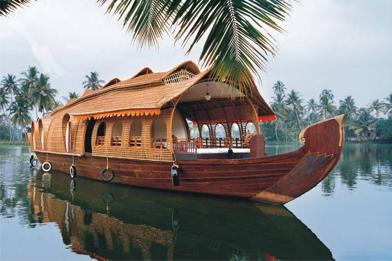 Beautiful Munnar To Alleppey-Honeymoon With Houseboat Tour