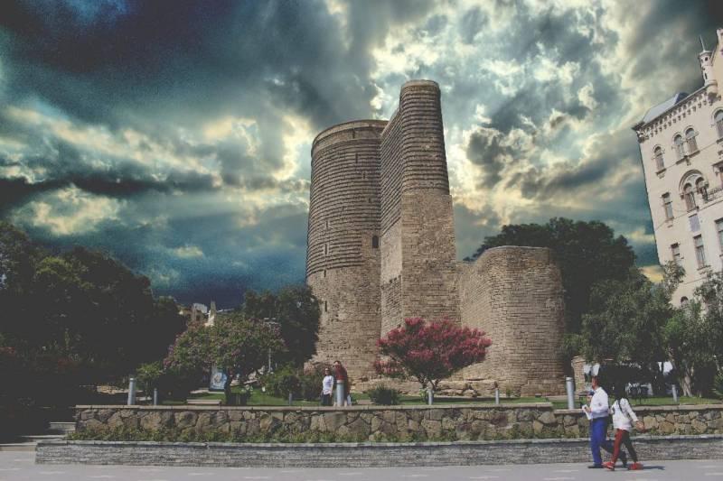 Beaming Baku Tour