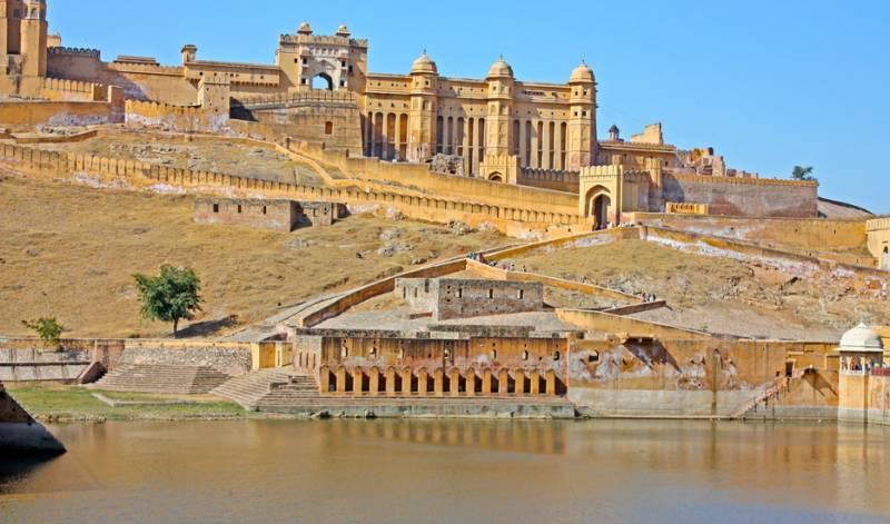 Chandigarh - Manali - Dharamshala - Vaishno Devi - Amritsar Tour