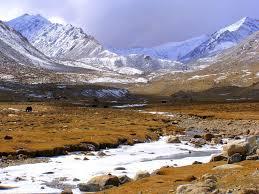Srinagar- Gulmarg- Kargil- Lamayuru Moonland-sangam River- Nubra Valley- Pangong Lake Tour