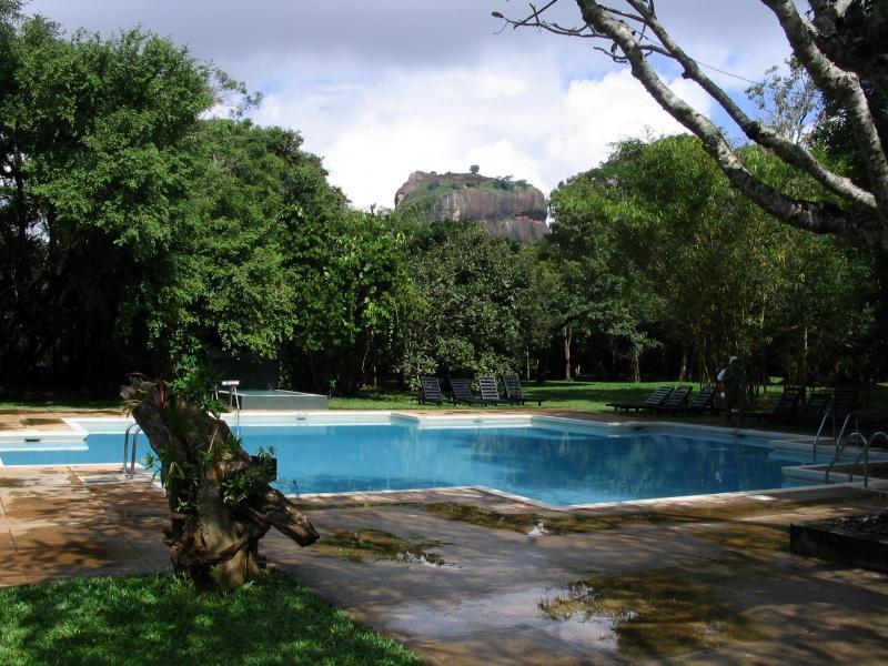 Negombo – Anuradhapura – Habarana – Giritale – Polonnaruwa – Kandy – Kithulgala Tour