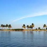 Short Escape To Athirapally And Kumarakom Tour