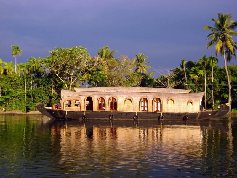Kovalam, Alleppy, Kottayam,  Thekkady,  Munnar Tour