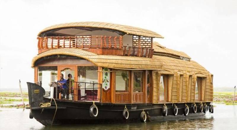 Kumarakom-Alappuzha-Houseboat 3N/4 Days Tour