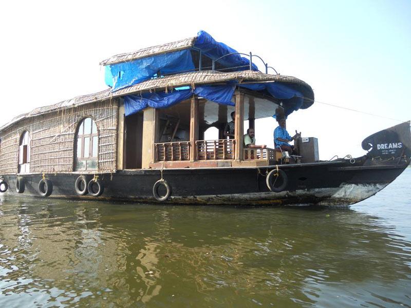 Enchanting Middle Kerala Honeymoon Trip