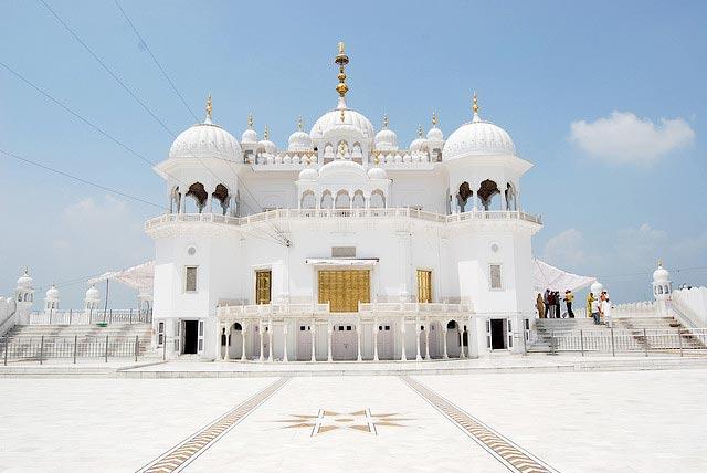 Delhi - Chandigarh - Anandpur Sahib - Fatehgarh Sahib Tour