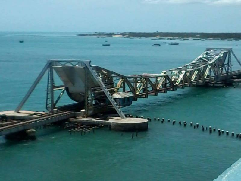 Munnar - Thekkady - Kumarakoam - Houseboat – Kovalam Tour