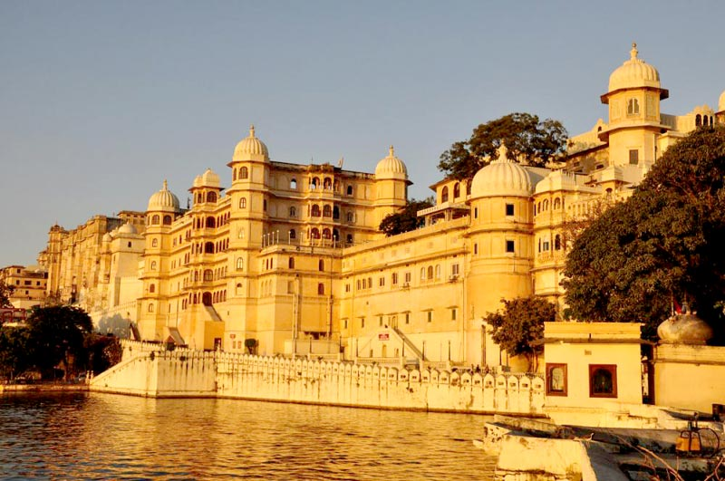 udaipur venice of the east Sightseeing in udaipur – the 'venice of the east' including udaipur,chetak smarak,fateh sagar lake,lake pichola,bhartiya lok kala mandal,city palace,kumbhalgarh fort,sajjan garh,haldighati.