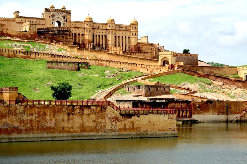 Golden Triangle & Khajuraho Varanasi Tour