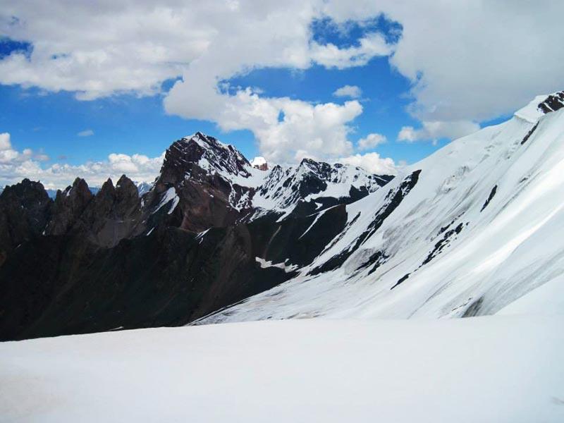 Werthum Pass Along The Batura Glacier Trek