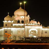 Car Rental Package: Chandigarh and Gurudwara Tour For 3 Days