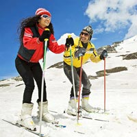 Manali Honeymoon Package with Private Cab