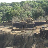 Vasota Fort & Pateshwar Caves Tour