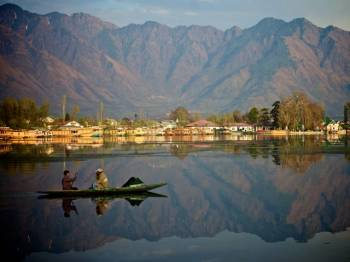 2 Nights & 3 Dayss Deluxe Kashmir Tour