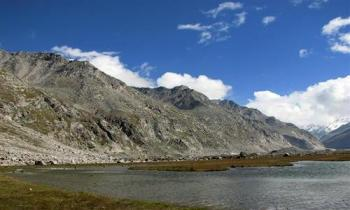Kasol- Malana- Tosh- Kheergangapackageex Delhi (camping & Trekking)