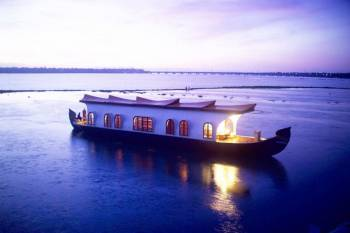 Munnar and Alleppey Honeymoon Packages