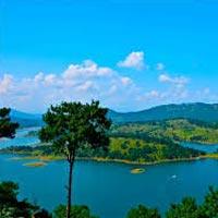 Guwahati - Shillong - Cherrapunjee - Mawlynnong Tour