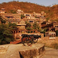 Delhi Neemrana Weekend Tour