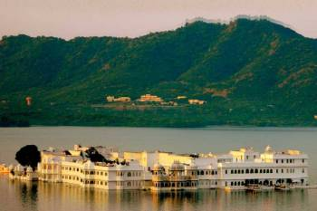 Taj and Ganga Tour Package Booking in Udaipur