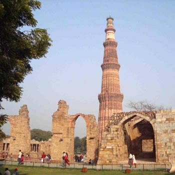 Delhi - to - Delhi 03 Night`s/ 4 Day`s Tour By cab. Family Package