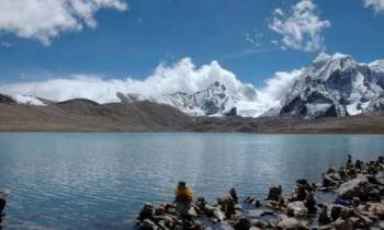 Lachen & Gurudongmar Lake Tour from Gangtok