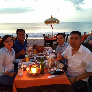 Uluwatu Sunset with Kecak Firedance and Beach-side BBQ Seafood Dinner Tour