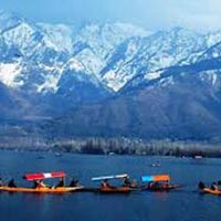 Srinagar 3 Star Package 4 days with Day Excursion to Gulmarg and Pahalgam