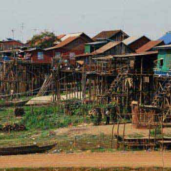 Kampong Kleang Floating Village Tours